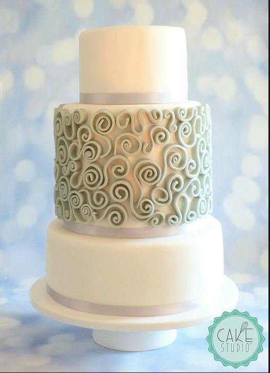 wedding cake con riccioli grigi