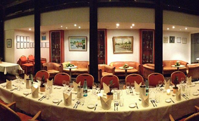 Beispiel: Tischanordnung, Foto: Alsterköche im Ruderclub Favorite Hammonia.