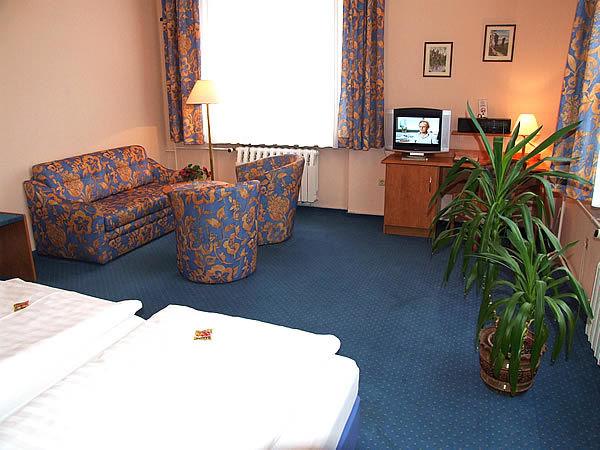 Beispiel: Zimmer, Foto: Hotel Lindenhof.