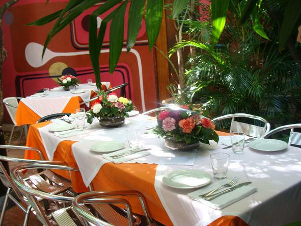 Mesa no Jardim das Jabuticabeiras