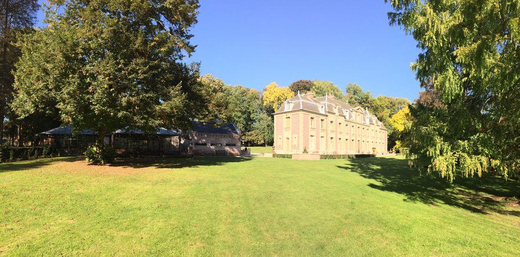 Vue du Parc et du Château de la Louve Blanche