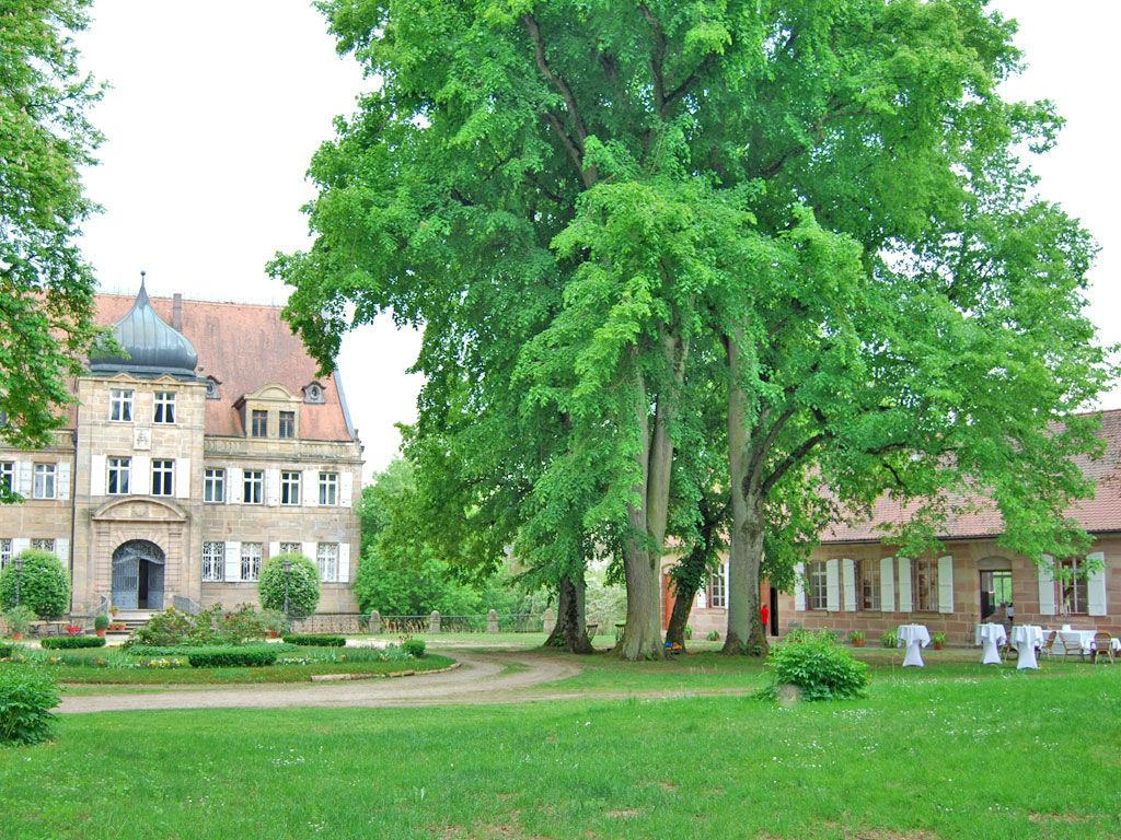 Beispiel: Außenansicht - Schlossgarten, Foto:  GenussRäume der SchulerGruppe - Schloss Dürrenmungenau.