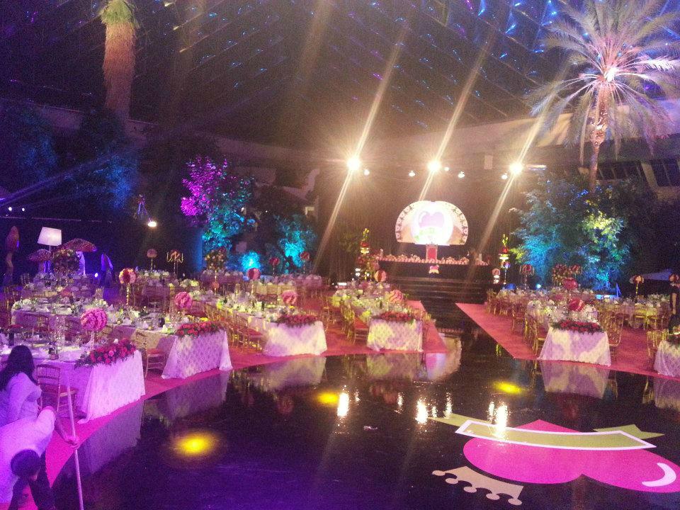 Beispiel: Gestaltung von Hochzeitssälen, Foto: Yildiz Dekor.