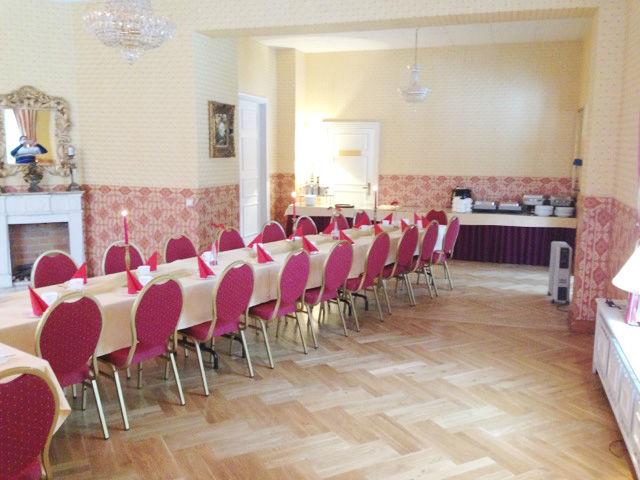 Beispiel: Roter Salon, Foto: Villa am Fennpfuhl.