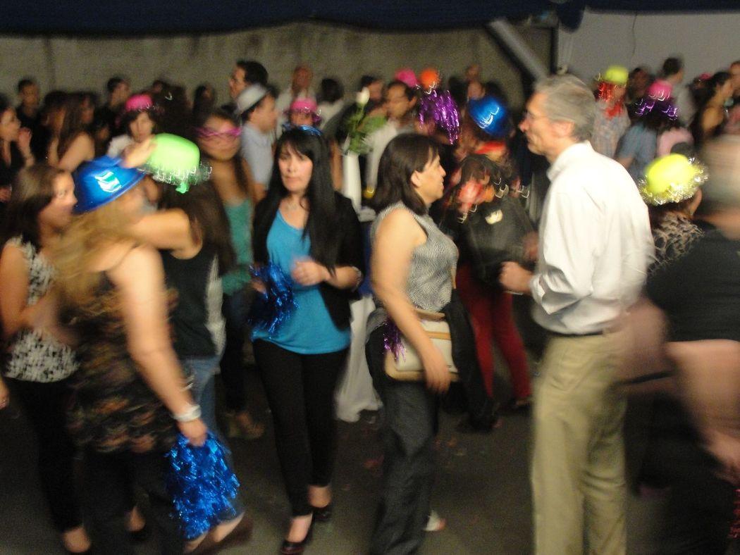 Servicio de Dj para empresa fiesta fin de año 2015