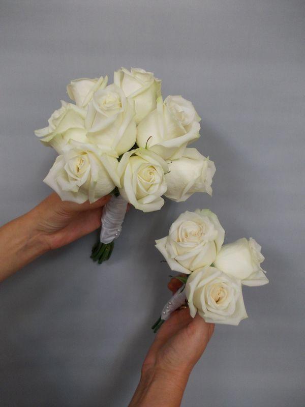 Bouquet de mariée fuseau et bouquet demoiselle d'honneur assorti