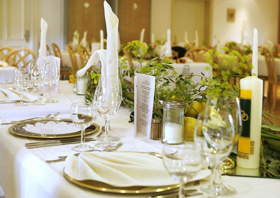 Beispiel: Tischdekoration, Foto: Blumenmanufaktur.