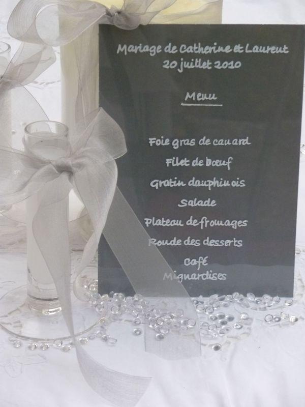 Menu Plexiglas calligraphié blanc 15cm/10cm