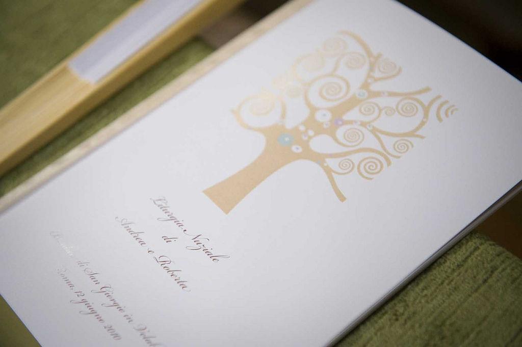 Libretto di cerimonia di nozze religiosa. Immagine coordinata ispirata all'albero della vita di Klimt