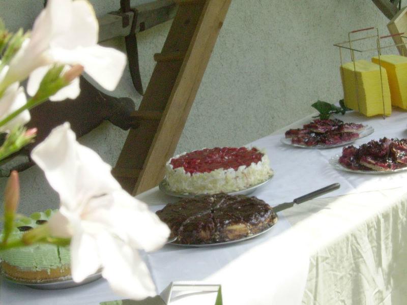Beispiel: Torten und Kuchen, Foto: Flair Hotel Berggasthof Adersberg.