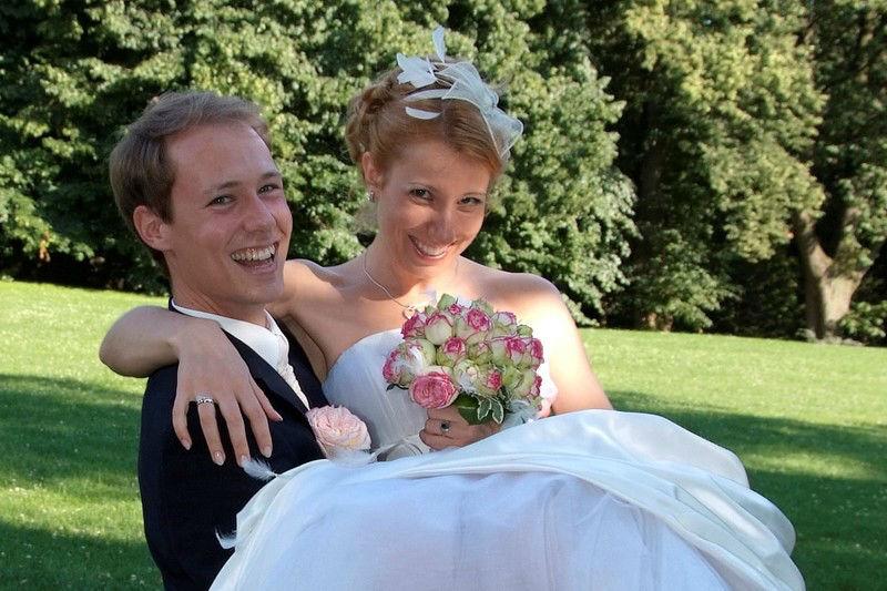 Beispiel: Brautpaar mit Brautstrauß, Foto: Die Blumenfabrik.