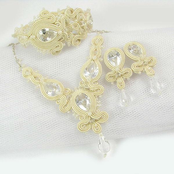 Małgorzata Sowa - PiLLow Design, Biżuteria ślubna sutasz. Naszyjnik, sztyfty oraz bransoleta w kolorze ecru z cyrkoniami