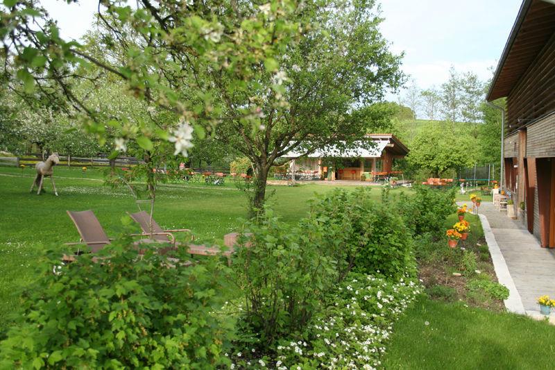 Beispiel: Aussenansicht Garten, Foto: AmVieh-Theater.