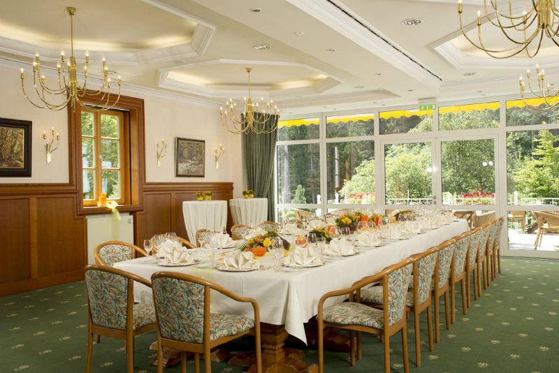 Beispiel: Hochzeitstafel, Foto: Hotel am Badersee.