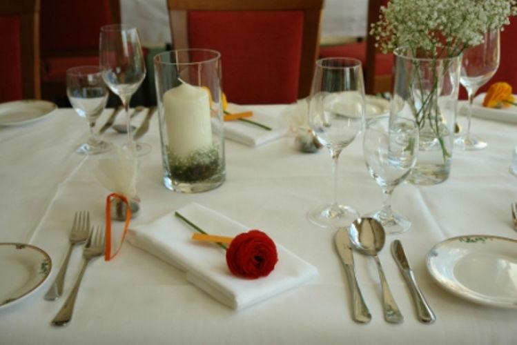 Beispiel: Hochzeitsgedeck, Foto: Hotel Schachner.