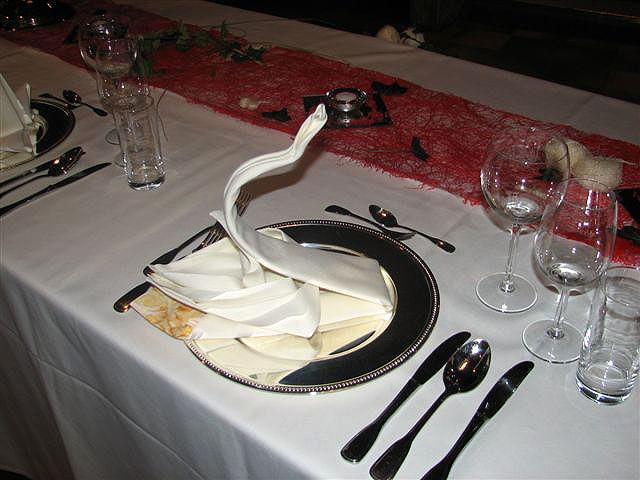 Beispiel: Kreative Gestaltung der Hochzeitstafel, Foto: Paiser Catering.