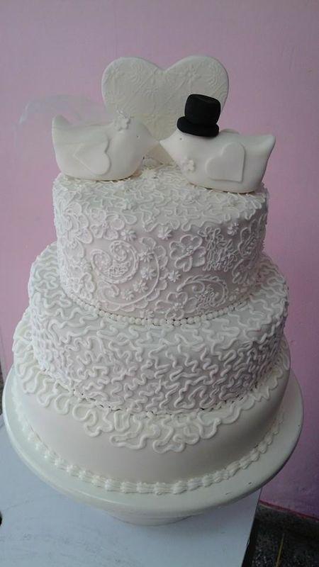 Torta de Novios en Icing Sugar, hecho 100% a mano