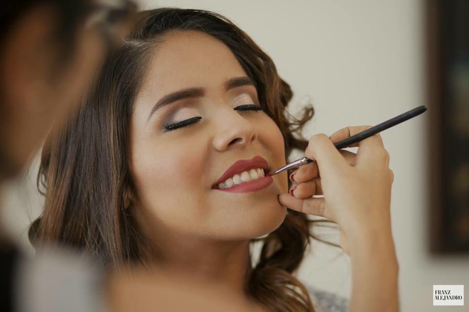 Carolina Renzzo Makeup