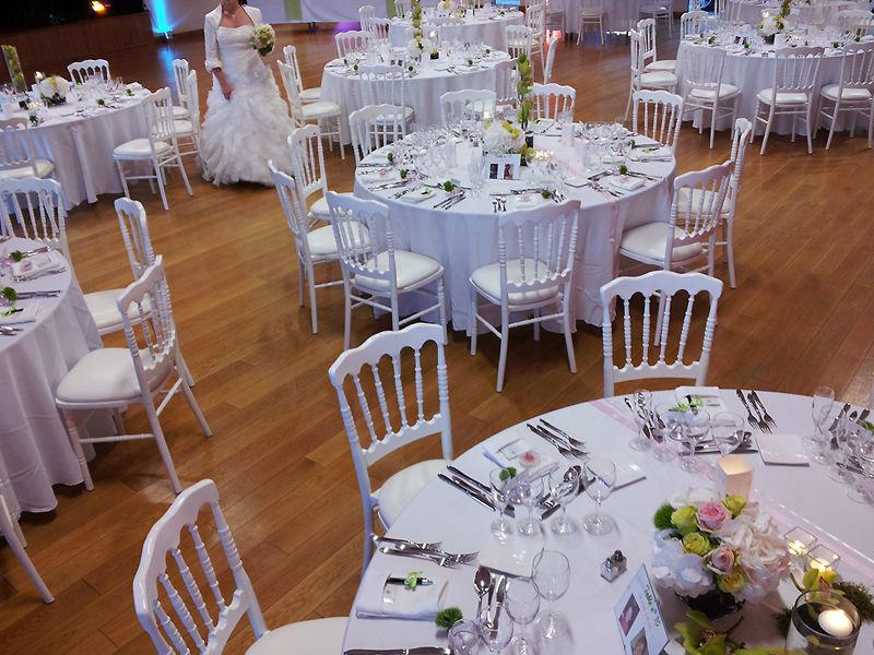 Décoration de mariage - Poitiers - Location chaises Napoleon blanches