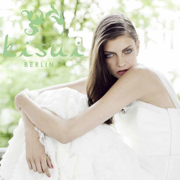 Beispiel: Brautmode, Foto: kisui.