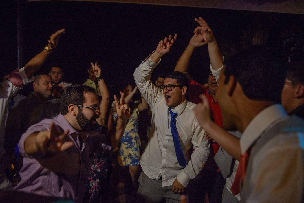 festa no casamento em Búzios