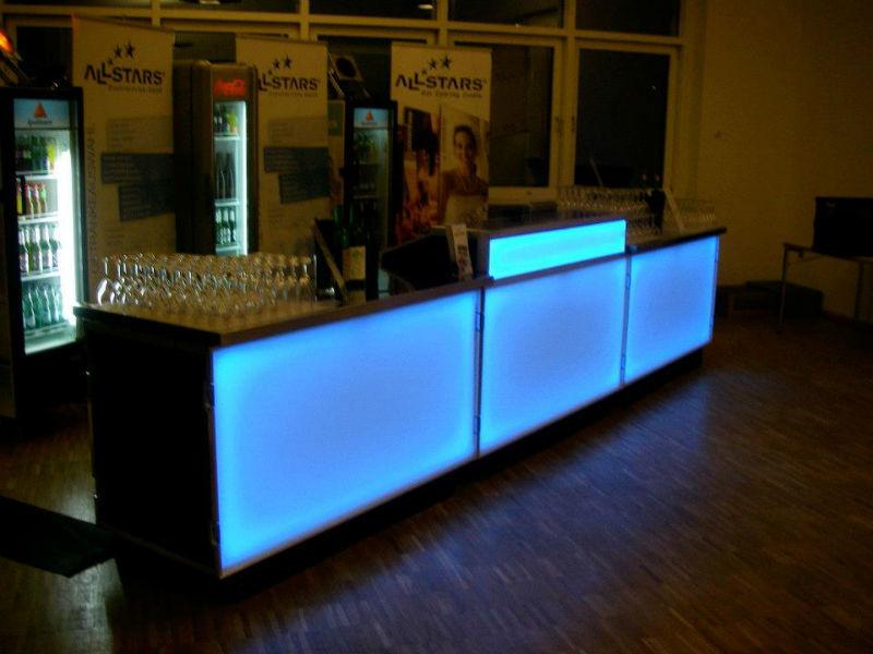 Beispiel: Beleuchteter Tresen, Foto: ALLSTARS Eventservice.