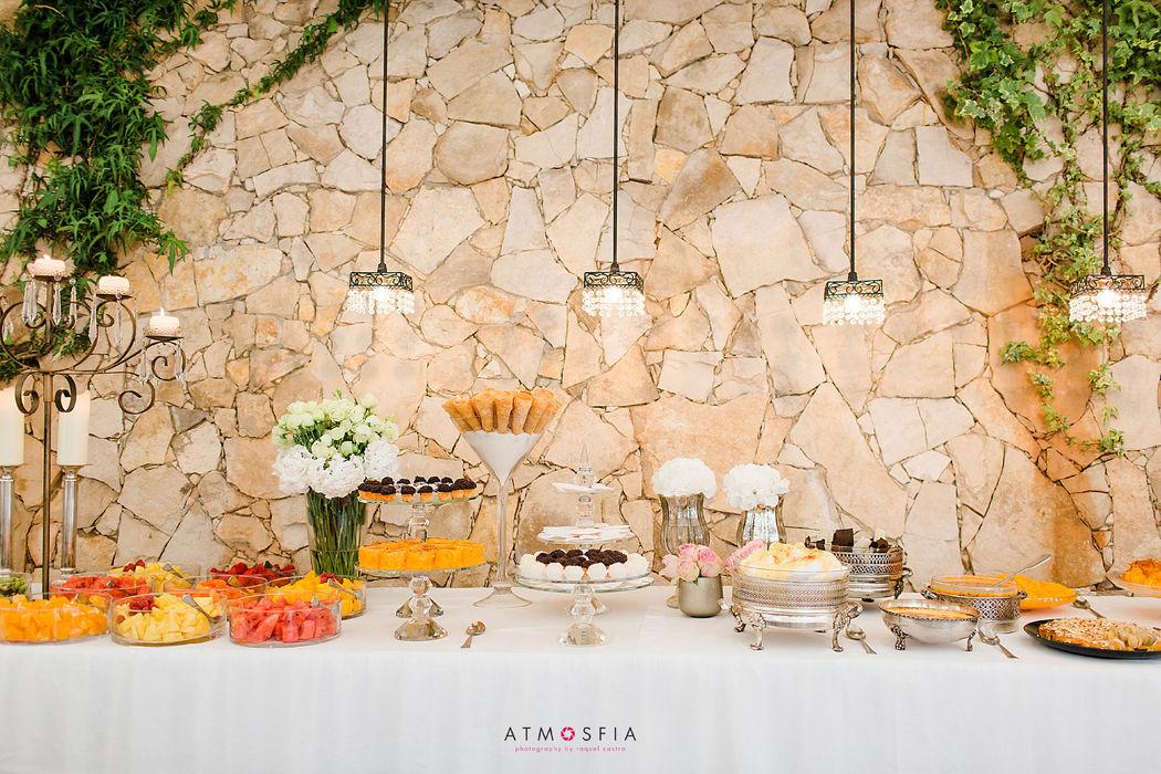 Mesa frutas e doces