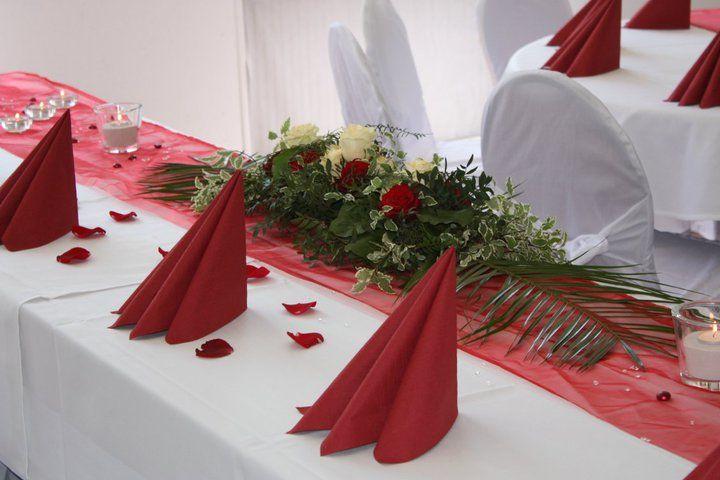 Beispiel: Tischdekoration in rot, Foto: Alte Pulverfabrik.