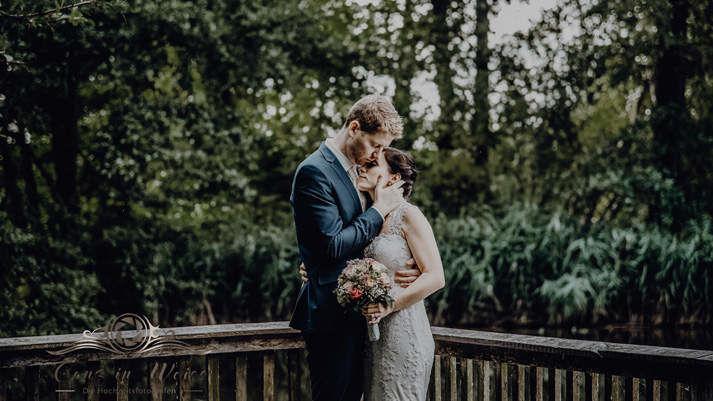 Ganz in Weiss Hochzeitsfotos und Hochzeitsfilme