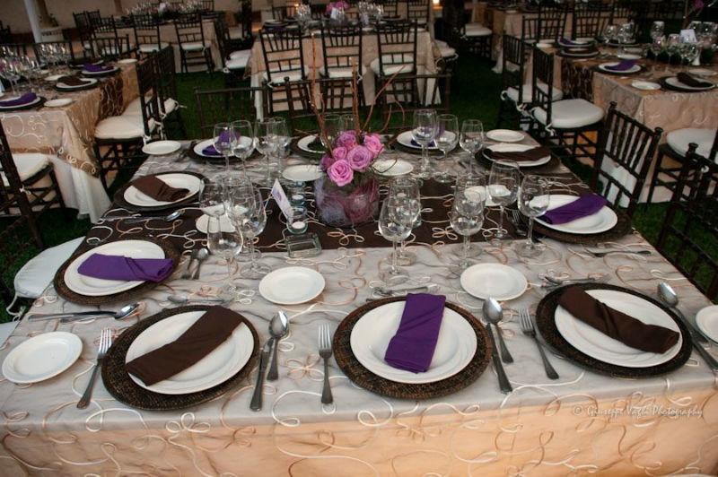 Toques de color en montaje de mesas y diseño de evento - Foto Casa Colima