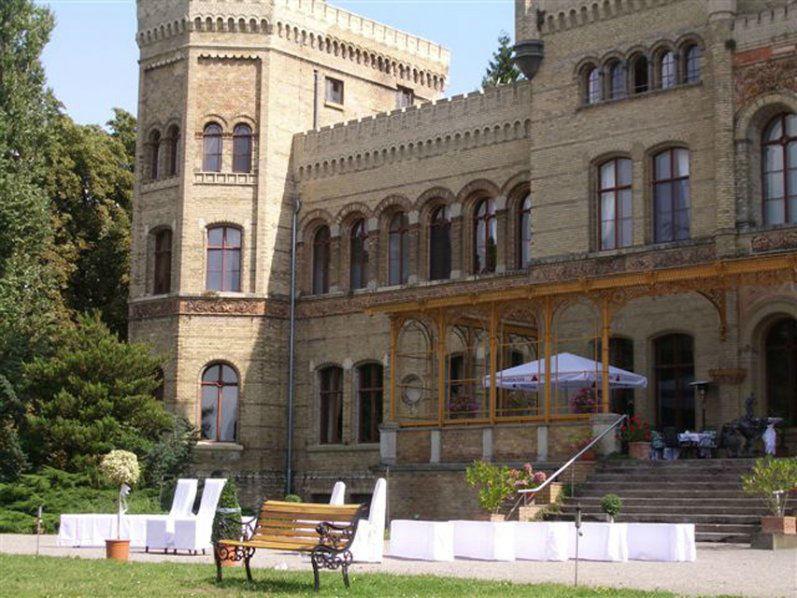 Beispiel: Schlossterrasse für Ihre Hochzeitsgesellschaft, Foto: Schloss Neetzow.