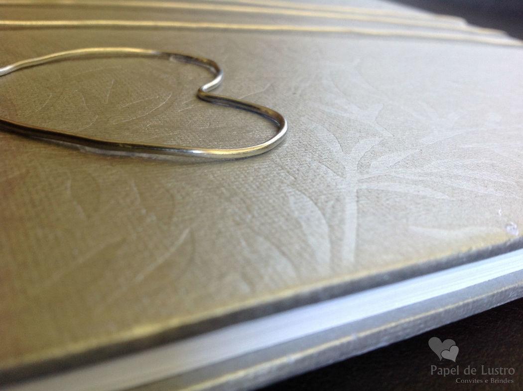 Livro de Honra em cinza com coração em metal