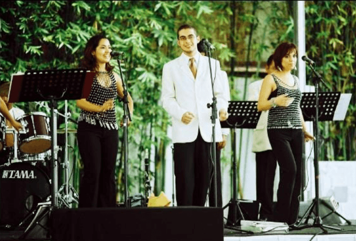Fine Music & Show Raúl Oliver