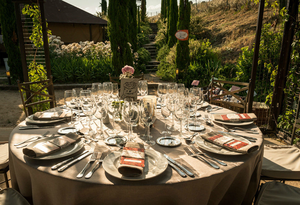 Decoración banquete de bodas Instagram, FB y TW: @naraconnection www.naraconnection.com