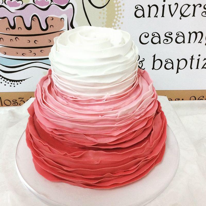 bolo com tons rosa
