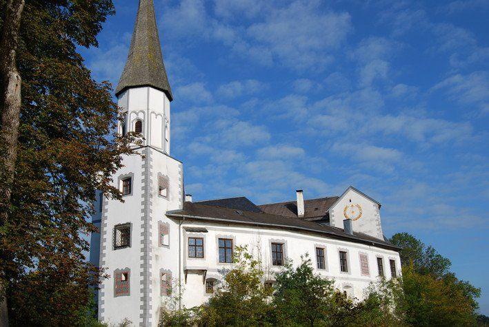 Beispiel: Schloss Seitenansicht, Foto: Schloss Pertenstein.