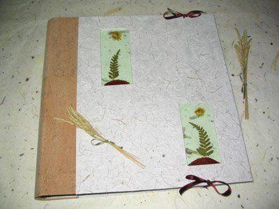 La cigüeña de papel, libro de firmas