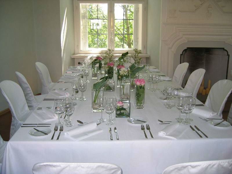 Beispiel: Tischdekoration, Foto: Blumenwerkstatt - Dorothee Meyer.