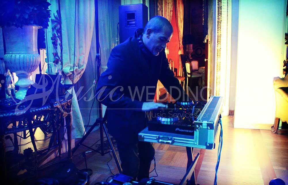 Dj services con Romadjpianobar http://www.romadjpianobar.com/weddingdj.aspx