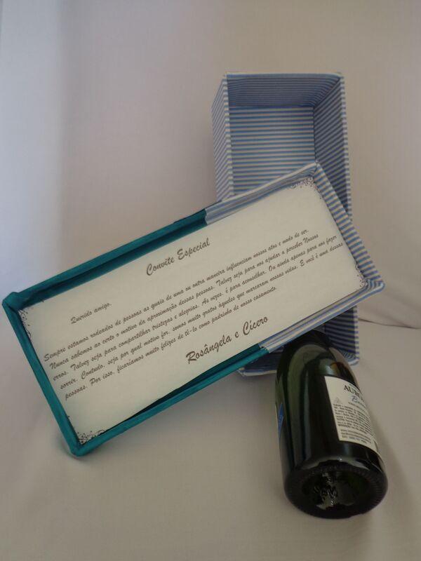 Caixa em MDF decorada em tecido. comporta taça de champagne ou mini taça chandon