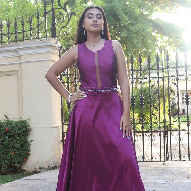 Cindy Flores - Renta de vestidos