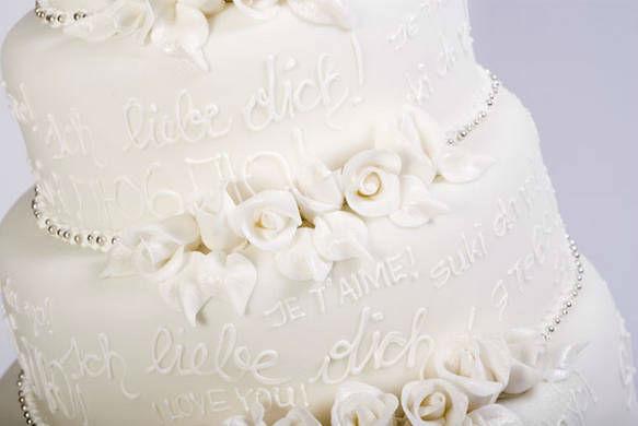 Beispiel: Hochzeitstorte aus der Gerstner K&K Hofzuckerbäckerei, Foto: Gerstner Catering.