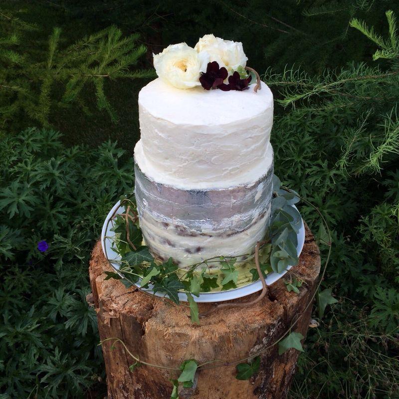 Необычный свадебный торт, 6 кг, нижний ярус отделан пищевым серебром.