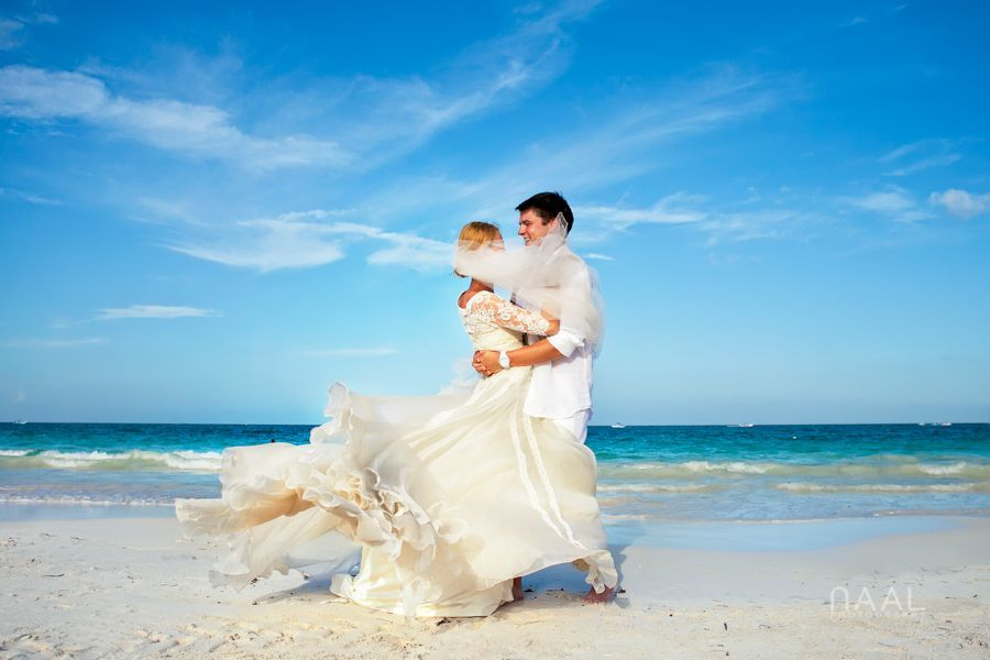 Bride and groom at Tulum