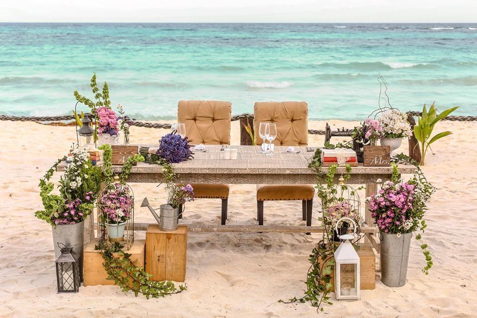 Flores, madera y todo tipo de accesorios para crear un espacio original