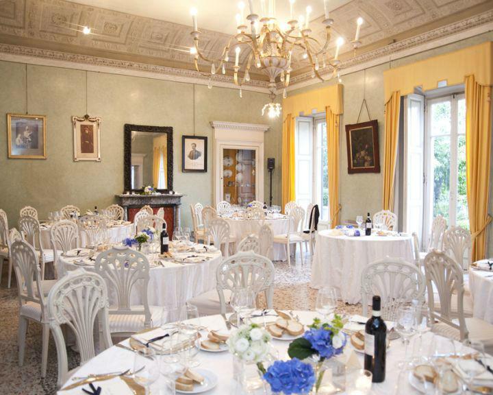 Allestimento della sala di Villa Parravicini a Como