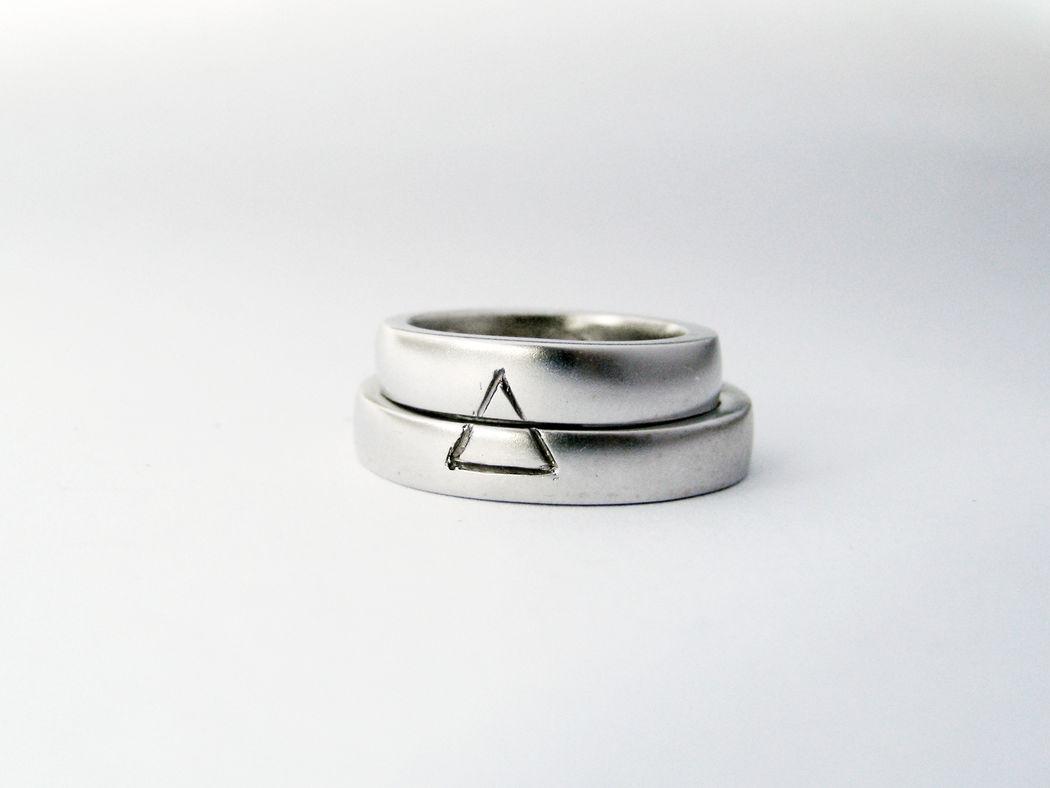 MIOeTUO - anelli in oro bianco con superficie sabbiata