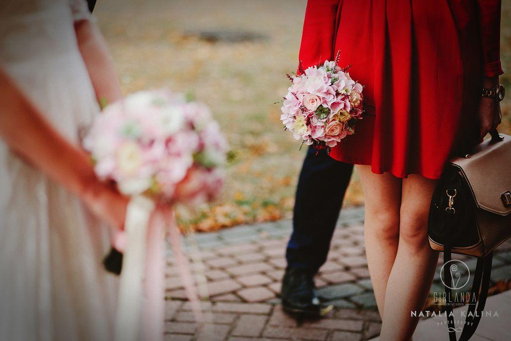 Różowa, pastelowa wiązanka ślubna fot. Natalia Kalina