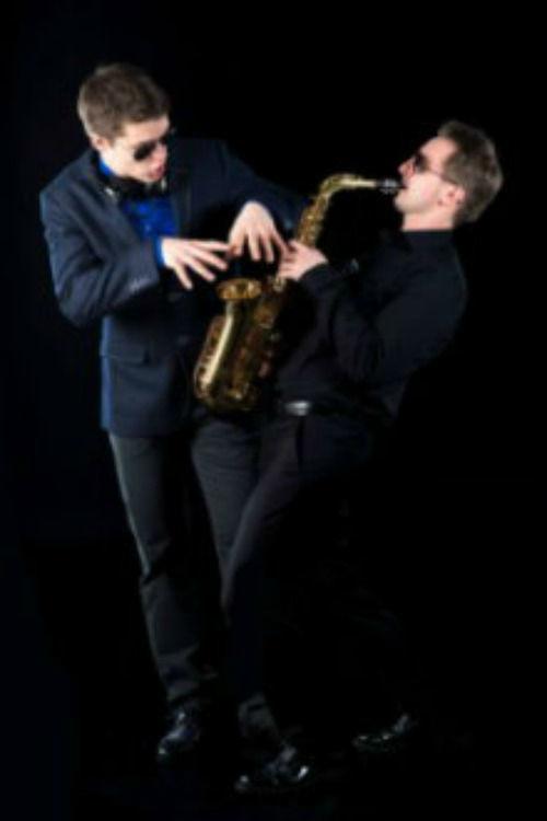 Beispiel: DJ Phil und Andy G. Saxophon, Foto: DJ Phil.