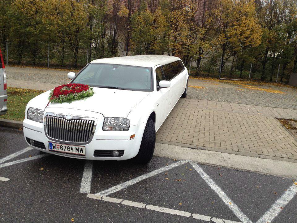 Beispiel: Hochzeitsauto im XXL-Format, Foto: E & M Limousinenservice.